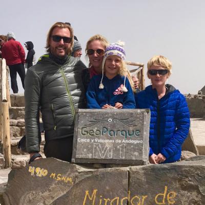 Una familia belga en lo alto de la cordillera de los Andes en Perú.